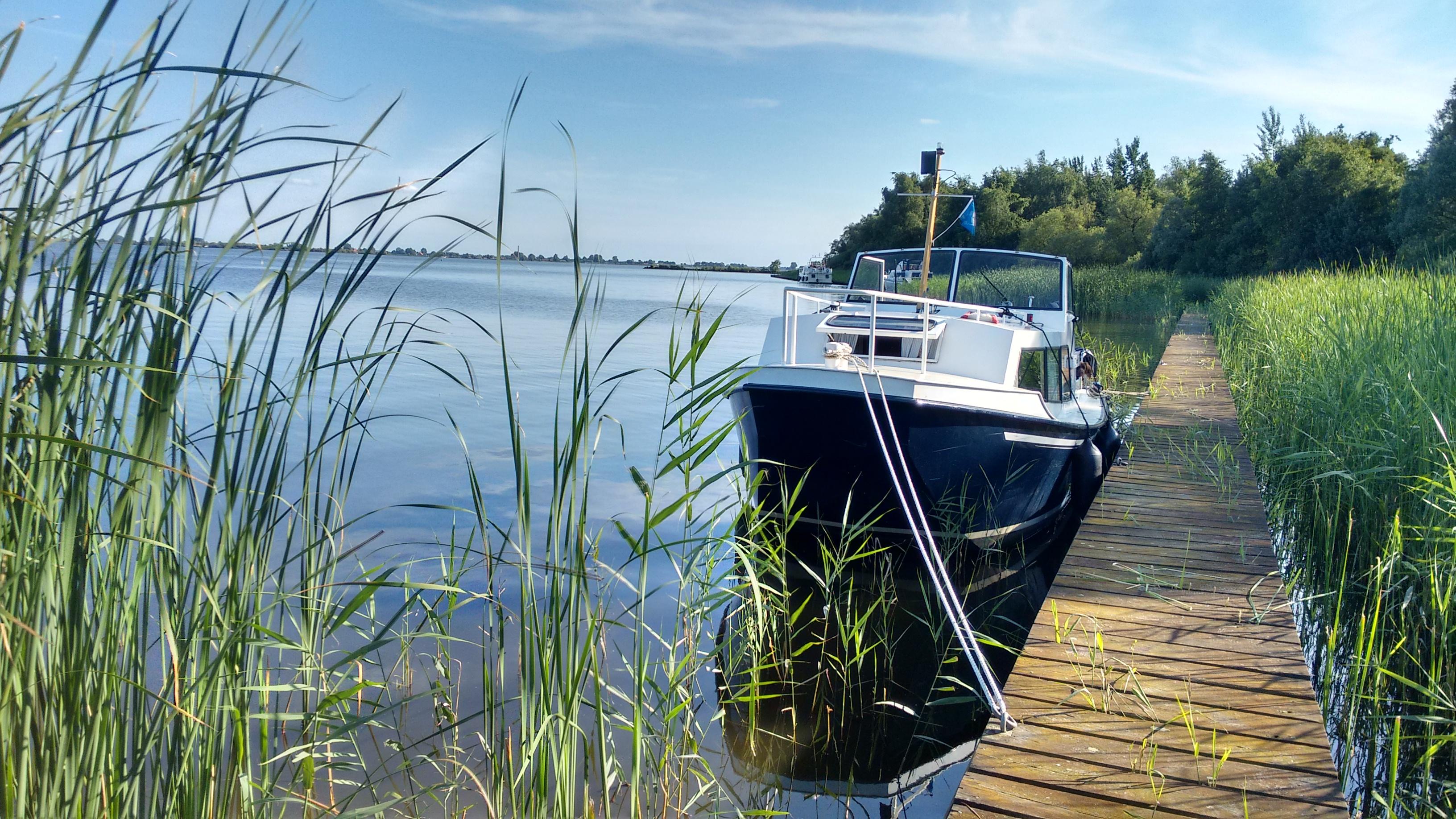 Annelies en Bert huurden een boot en gingen (oner-)varen